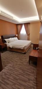 Cama ou camas em um quarto em Al Diafah Apartments Olaya