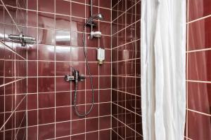 A bathroom at Scope Hotel Greif