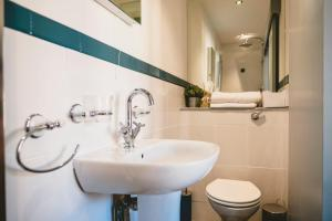 A bathroom at 19 MARY STREET by The Place To Stay Wales