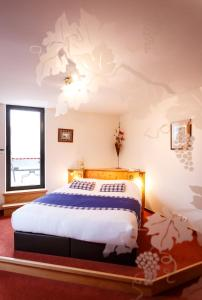 A bed or beds in a room at Le Rosenmeer - Room Service disponible