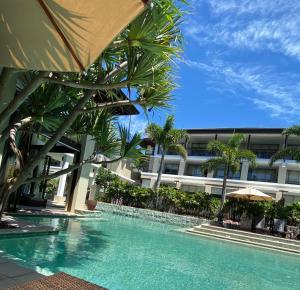 The swimming pool at or near Santai 321 Beachside Studio