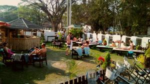 Un restaurante o sitio para comer en Immana Grand Inle Hotel