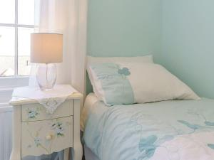 A bed or beds in a room at Regency Lodge