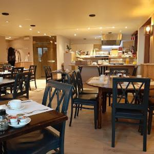 Een restaurant of ander eetgelegenheid bij Hotel Rubens