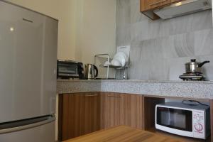 A kitchen or kitchenette at The Garden 304