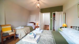 A bed or beds in a room at Muswell Hill B&B