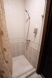 """A bathroom at Hotel """"NITRON"""""""