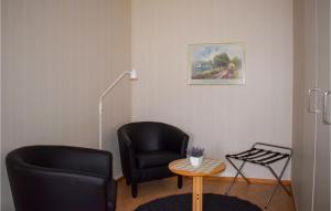 En sittgrupp på 0-Bedroom Apartment in Ramkvilla