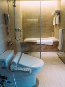 A bathroom at Grand Royal Hotel