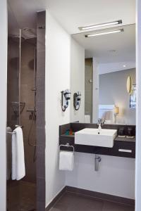 Ein Badezimmer in der Unterkunft LÉGÈRE HOTEL Wiesbaden-Taunusstein