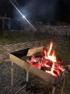 Churrasqueira disponível para os hóspedes no camping