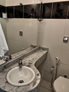 A bathroom at Feiticeira Praia Hotel