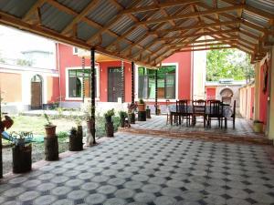 Um restaurante ou outro lugar para comer em Qafqaz Red Villa