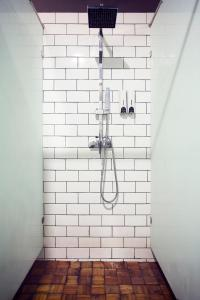 A bathroom at M Boutique Hostel