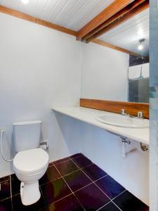 A bathroom at Hotel Bahia Park - Salvador