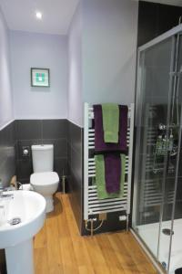 A bathroom at Monamore Guest House