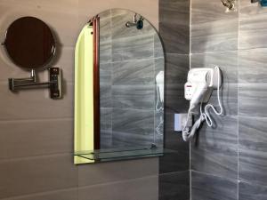 Um banheiro em الريم