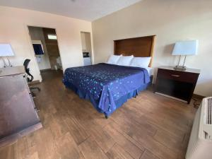 A bed or beds in a room at Coral Roc Motel