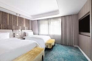 A bed or beds in a room at The Westin Miyako Kyoto