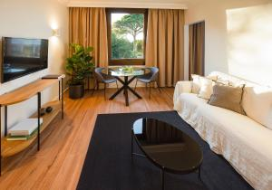 A seating area at Hotel Eden Park by Brava Hoteles