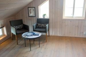 A seating area at Everts Sjöbods Bed & Breakfast
