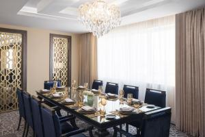 A restaurant or other place to eat at Mövenpick Hotel Qassim