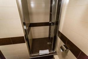 A bathroom at Universitetskaya Hotel