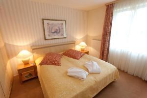 Ein Bett oder Betten in einem Zimmer der Unterkunft Dorint Strandhotel Binz/Rügen
