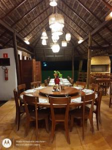 Um restaurante ou outro lugar para comer em Beach Wind Hotel