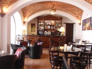 A restaurant or other place to eat at Parador Santa Maria La Real
