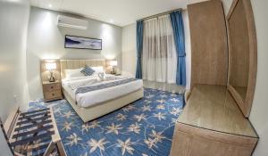 Cama ou camas em um quarto em Amar hotel apartments