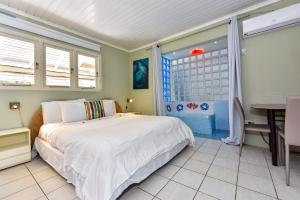 A bed or beds in a room at Sunflower Villa Studios