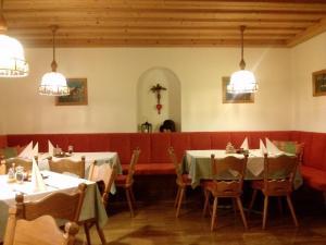 Un restaurante o sitio para comer en Gasthof Ölberg