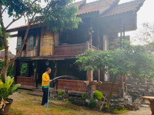 The building where the homestay is located