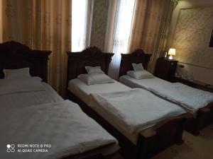 A bed or beds in a room at Hotel KARAVAN