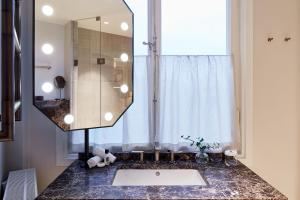 A bathroom at Bank Hotel, a Member of Small Luxury Hotels