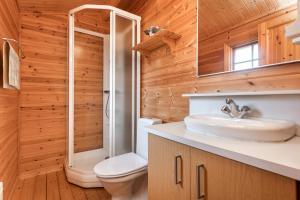 A bathroom at Sireksstadir Farm Holiday