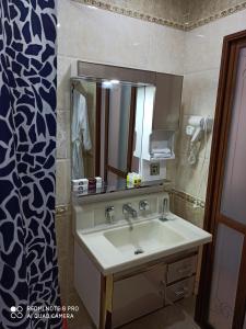A bathroom at Hotel KARAVAN
