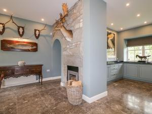 A kitchen or kitchenette at The Gate House