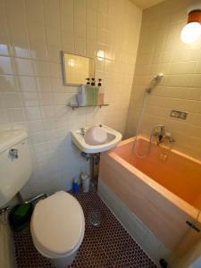 A bathroom at Asakusa Ryokan Toukaisou