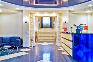 Лобби или стойка регистрации в Лоукост-отель Берисон Худякова