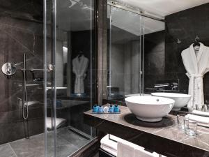 A bathroom at Sofitel Athens Airport