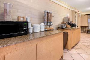 A kitchen or kitchenette at La Quinta Inn by Wyndham Amarillo West Medical Center