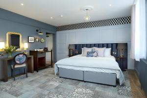 A bed or beds in a room at St Martins Lodge