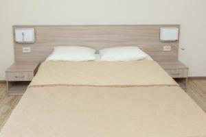 """Кровать или кровати в номере База отдыха """"Заостровье"""""""