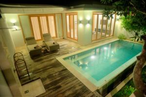 The swimming pool at or close to Kokomo Resort Gili Gede