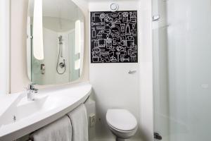 A bathroom at ibis London Wembley