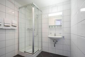 حمام في Marina Walensee Hotel
