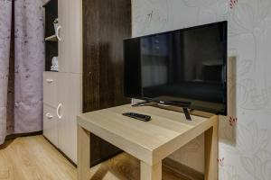 A television and/or entertainment centre at Щёлковские квартиры - Фряновское шоссе 64к2