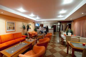 The lounge or bar area at Penzión Vila Dalí